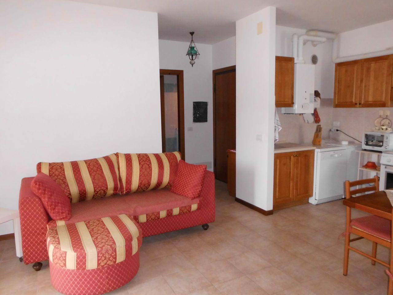 Appartamento in buone condizioni arredato in vendita Rif. 6169430