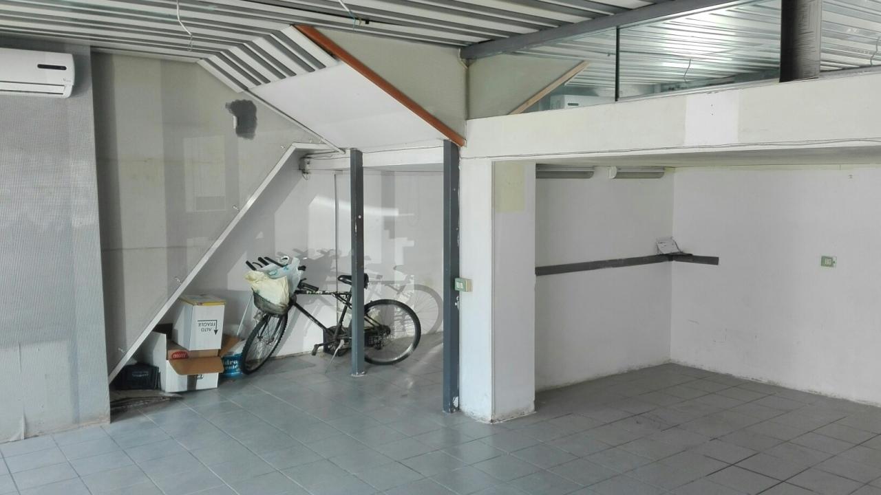 Locali e fondi commerciali - Negozio a Marina Di Carrara, Carrara Rif. 10877721