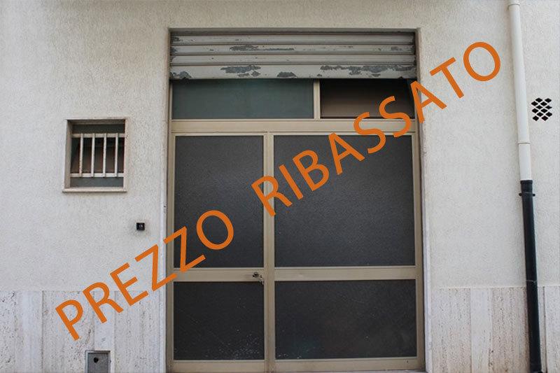 Locale commerciale - 1 Vetrina a Centrale, Castellana Grotte Rif. 9240026
