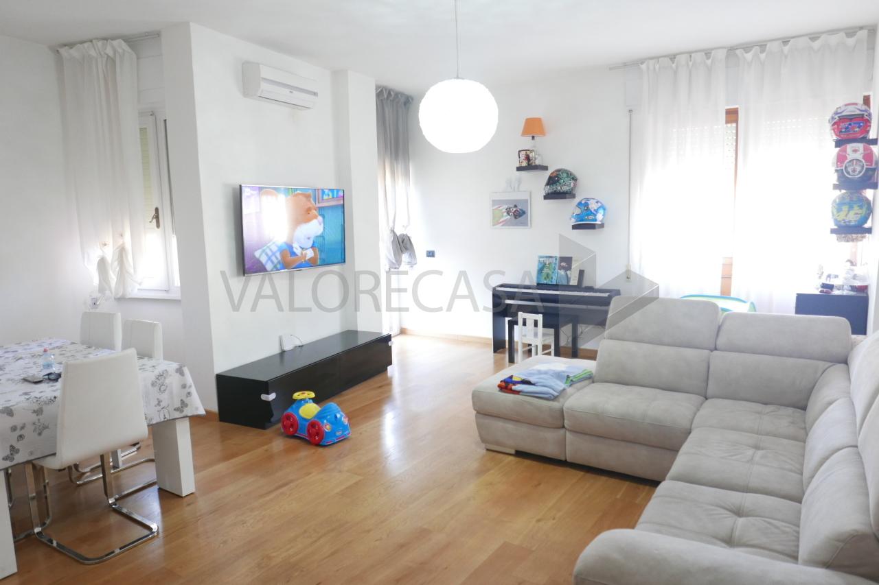 Appartamento - Quadrilocale a Centro città, Carrara
