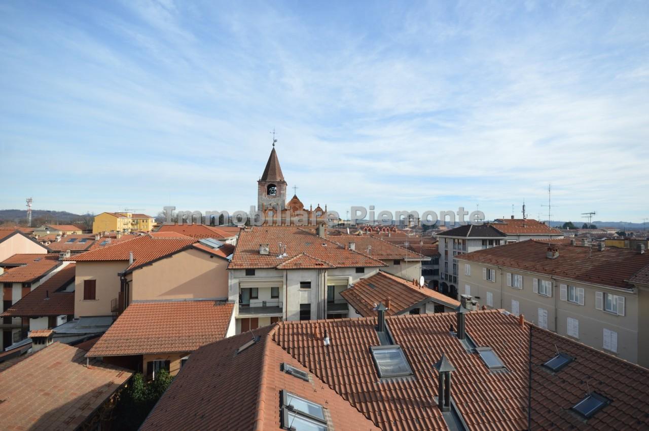 Appartamento in vendita a Borgomanero, 5 locali, prezzo € 250.000 | CambioCasa.it