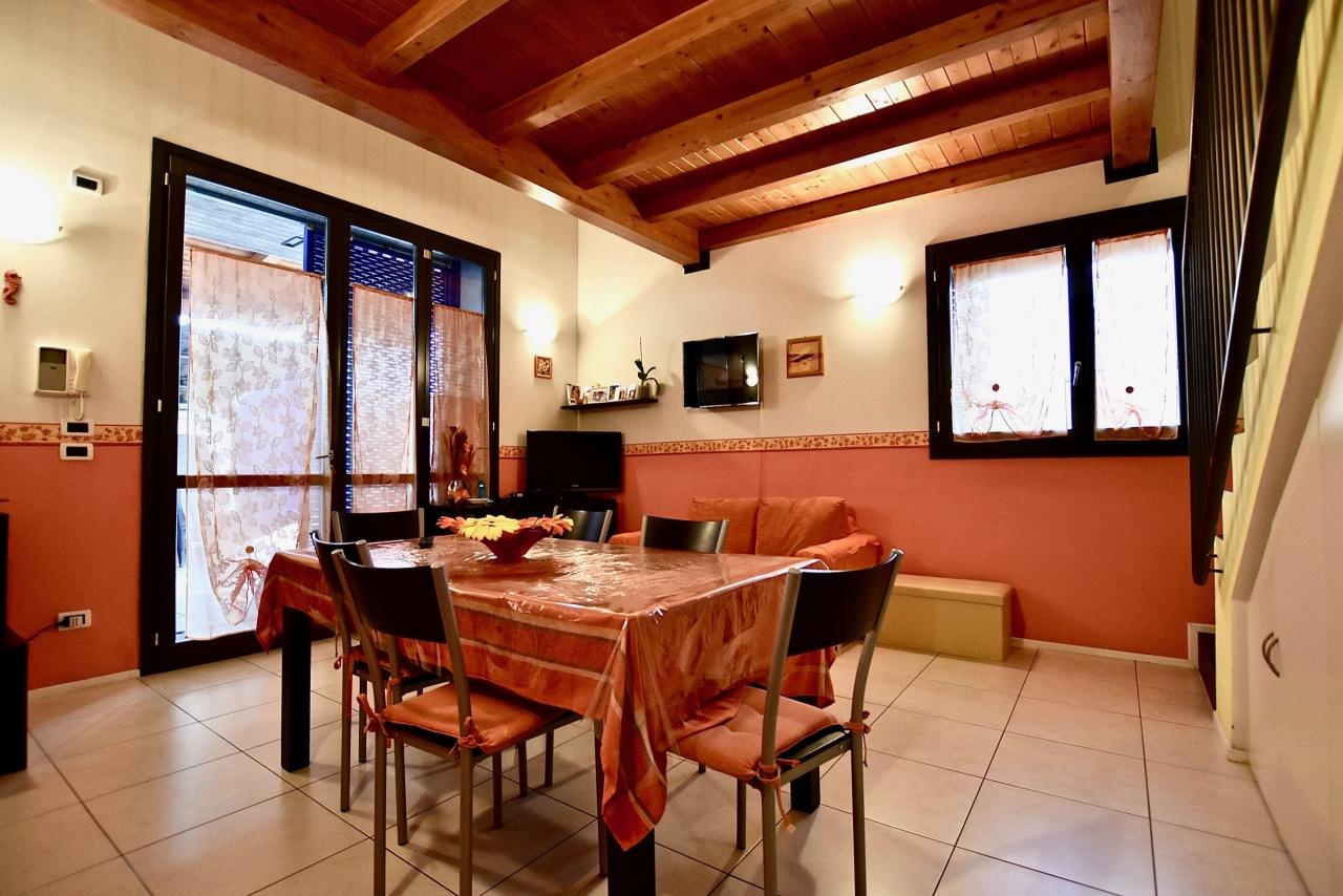 Villetta a schiera in ottime condizioni in vendita Rif. 9662052