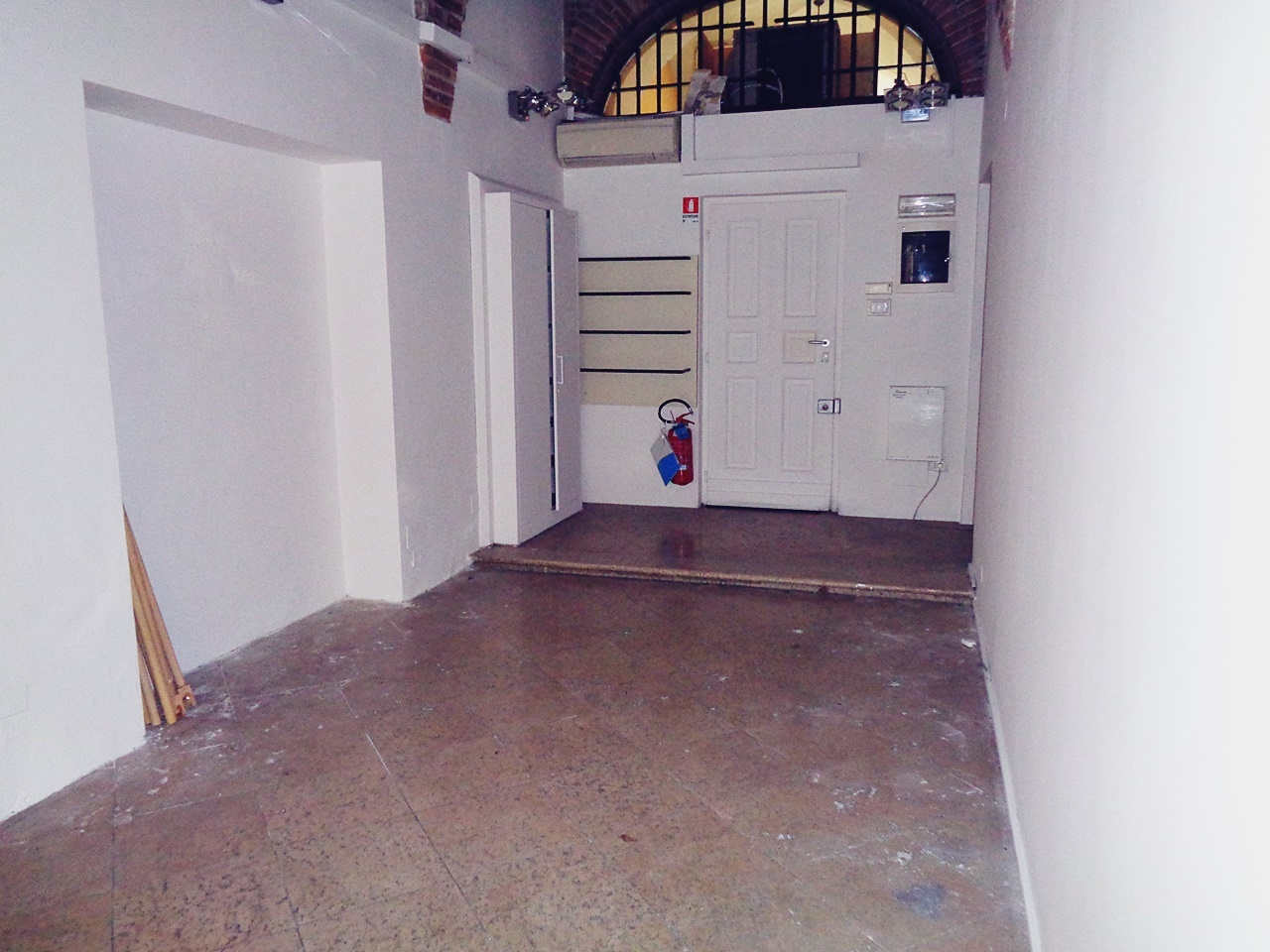 Locale commerciale - 1 Vetrina a Zona Centro, Brescia