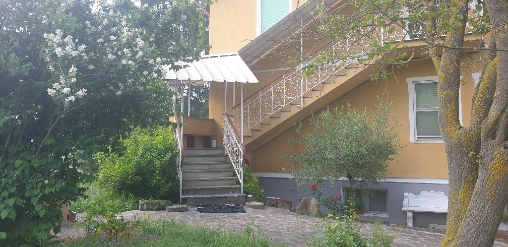Appartamento in affitto a Varano de' Melegari, 3 locali, prezzo € 600   CambioCasa.it