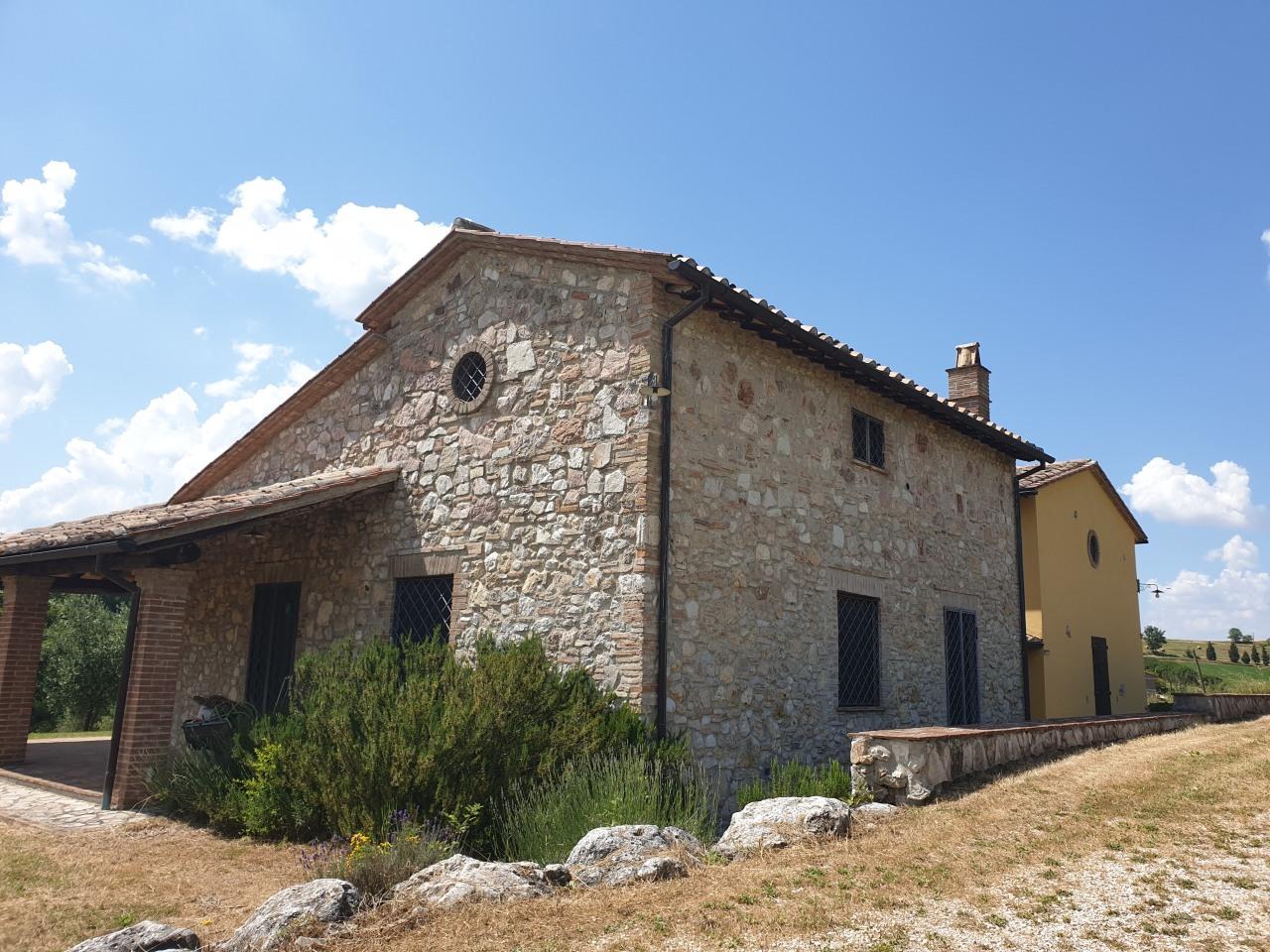 Rustico / Casale in affitto a Avigliano Umbro, 8 locali, prezzo € 2.800   PortaleAgenzieImmobiliari.it