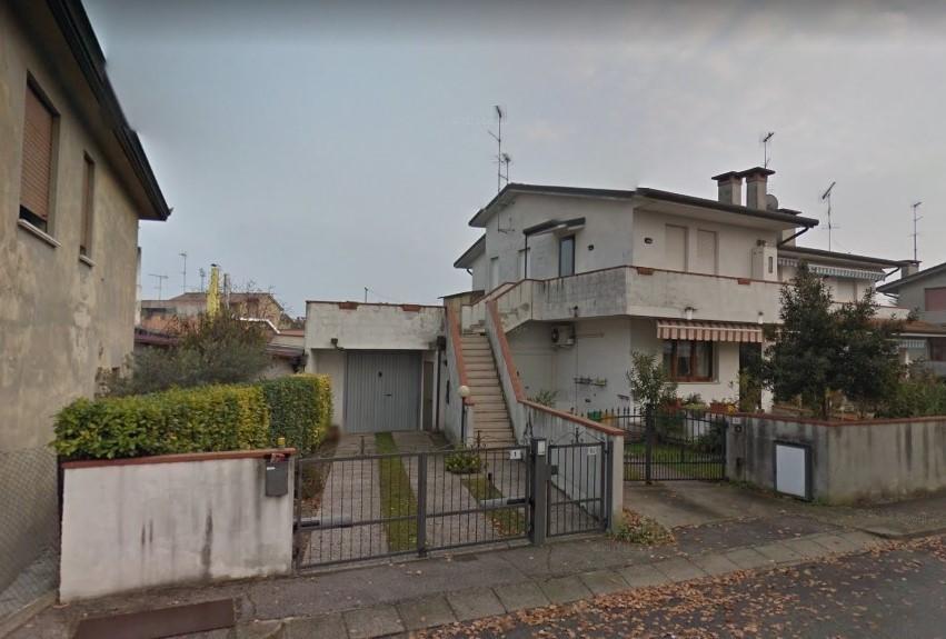 Appartamento in vendita a Villadose, 5 locali, prezzo € 69.000   CambioCasa.it