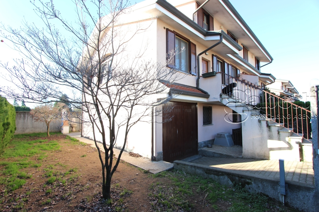 Villetta a schiera in buone condizioni in vendita Rif. 8934414