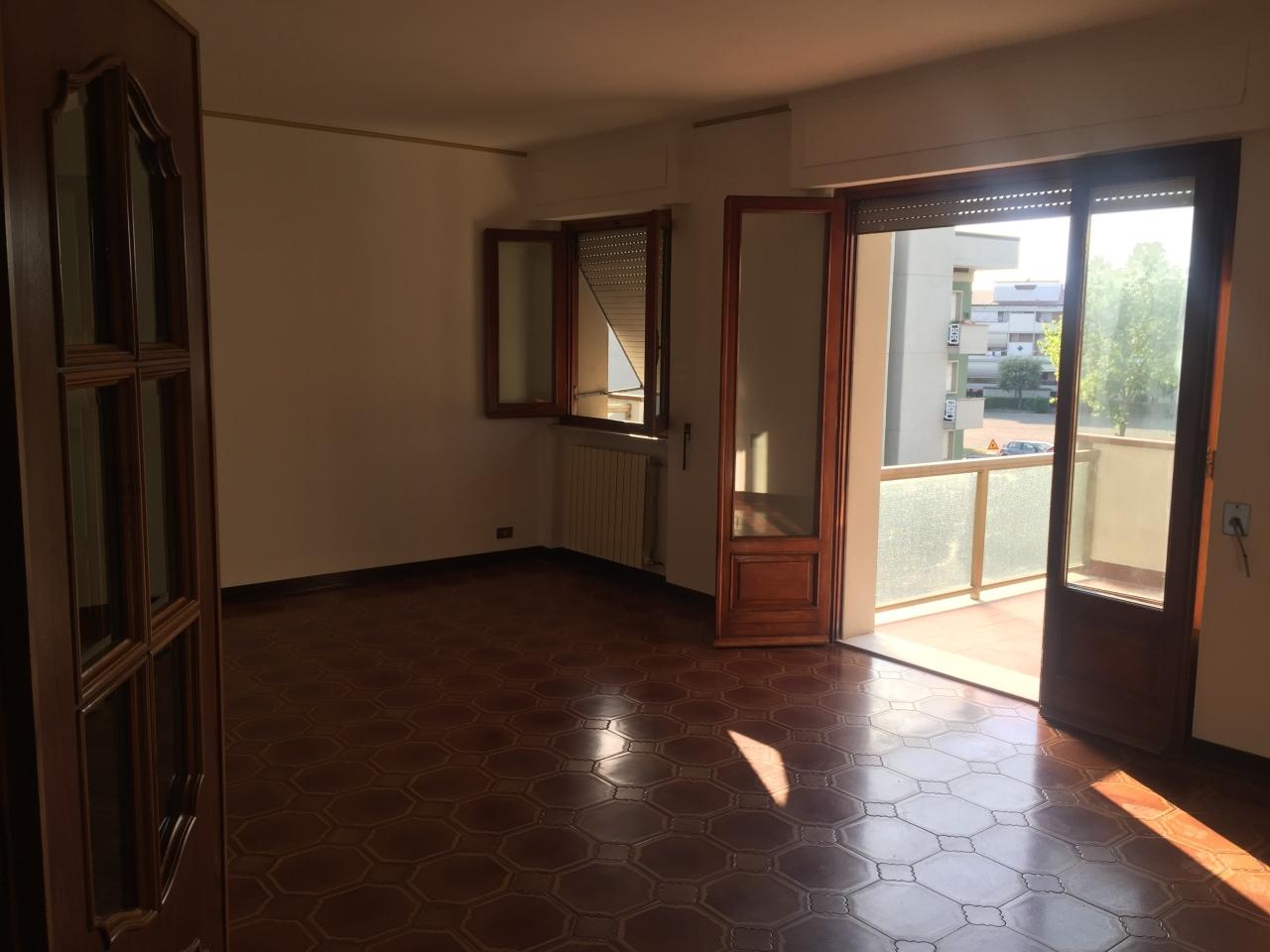 Appartamento in affitto a Ortonovo, 5 locali, prezzo € 620 | PortaleAgenzieImmobiliari.it