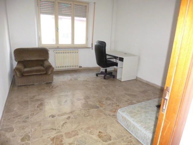 Appartamento in vendita a Chiaravalle, 5 locali, prezzo € 95.000 | CambioCasa.it
