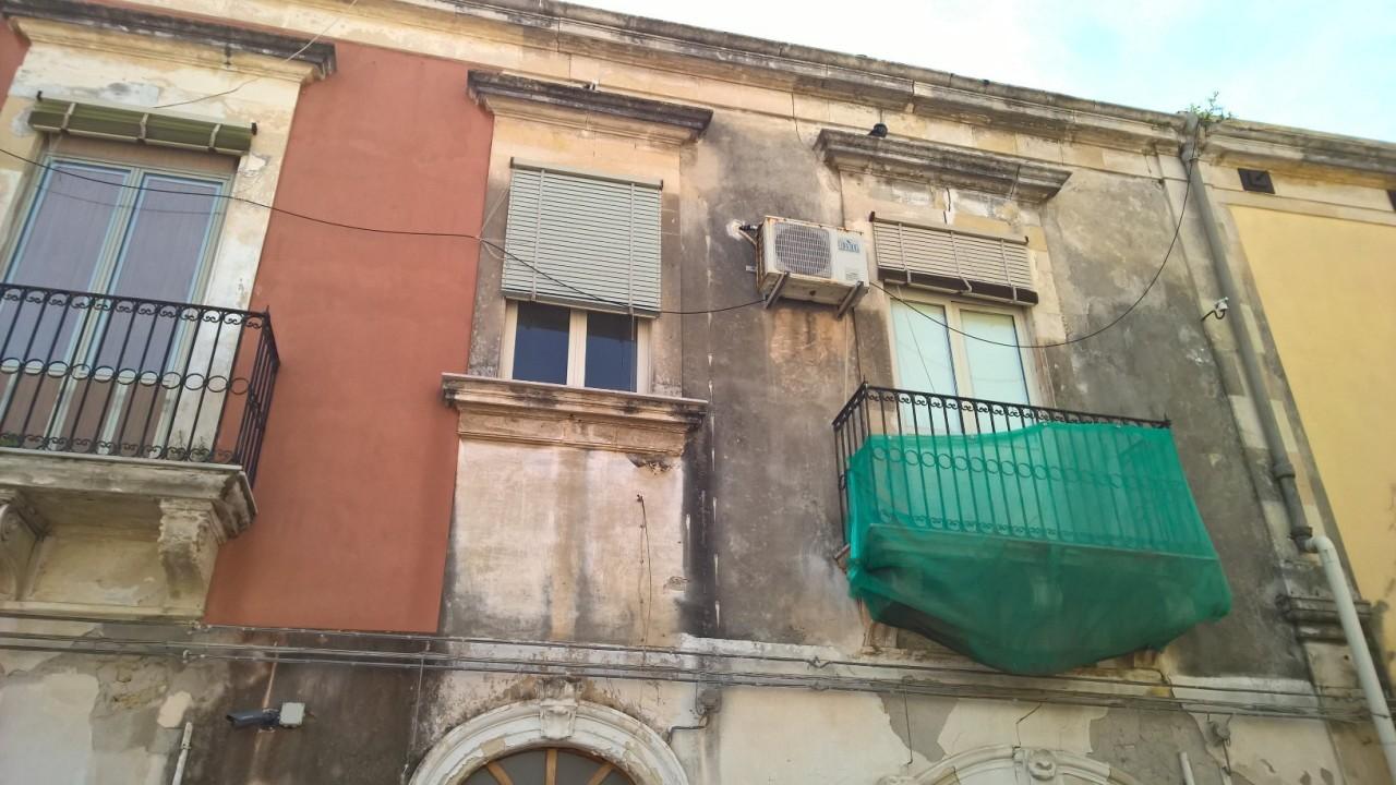 Casa Indipendente in discrete condizioni in vendita Rif. 9463229