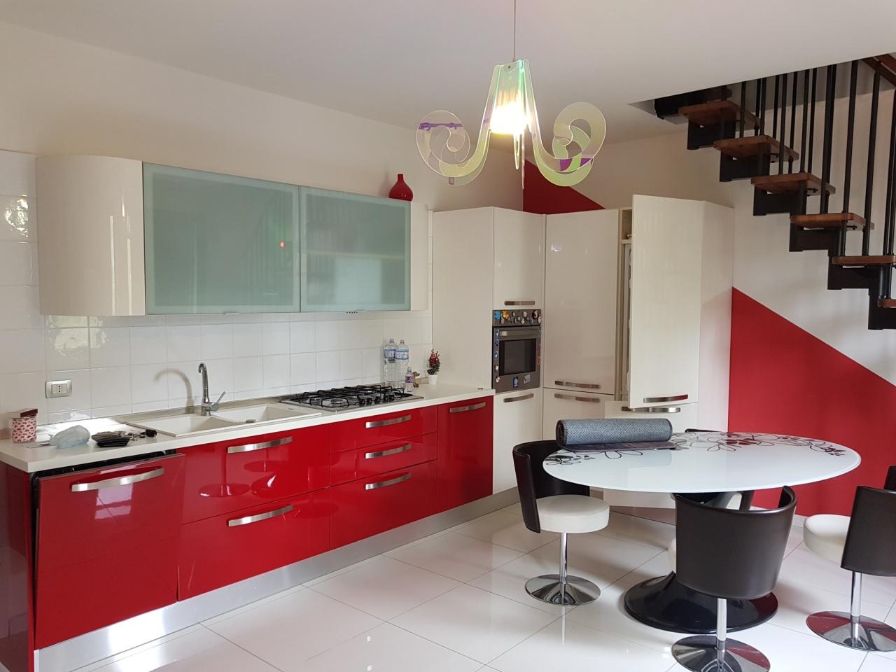 Appartamento in ottime condizioni in vendita Rif. 9854482