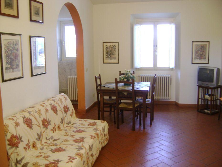 Bilocale in ottime condizioni arredato in affitto Rif. 11028133