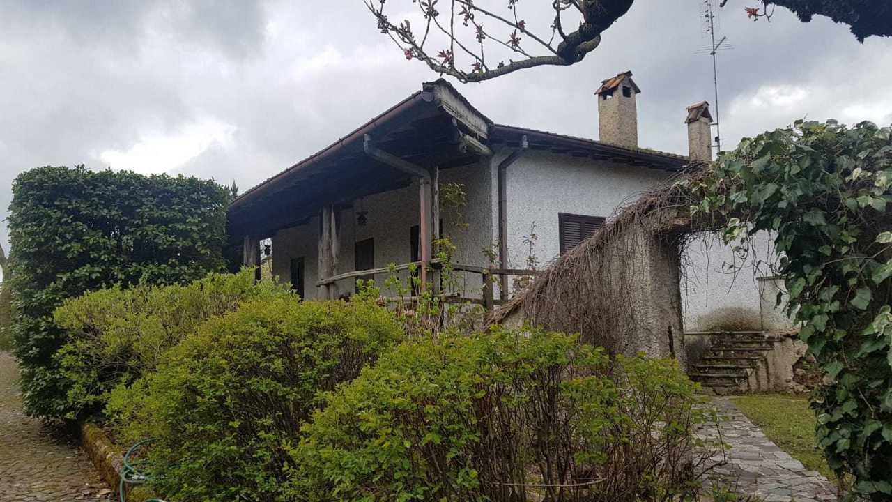 Villa in discrete condizioni in vendita Rif. 10040603