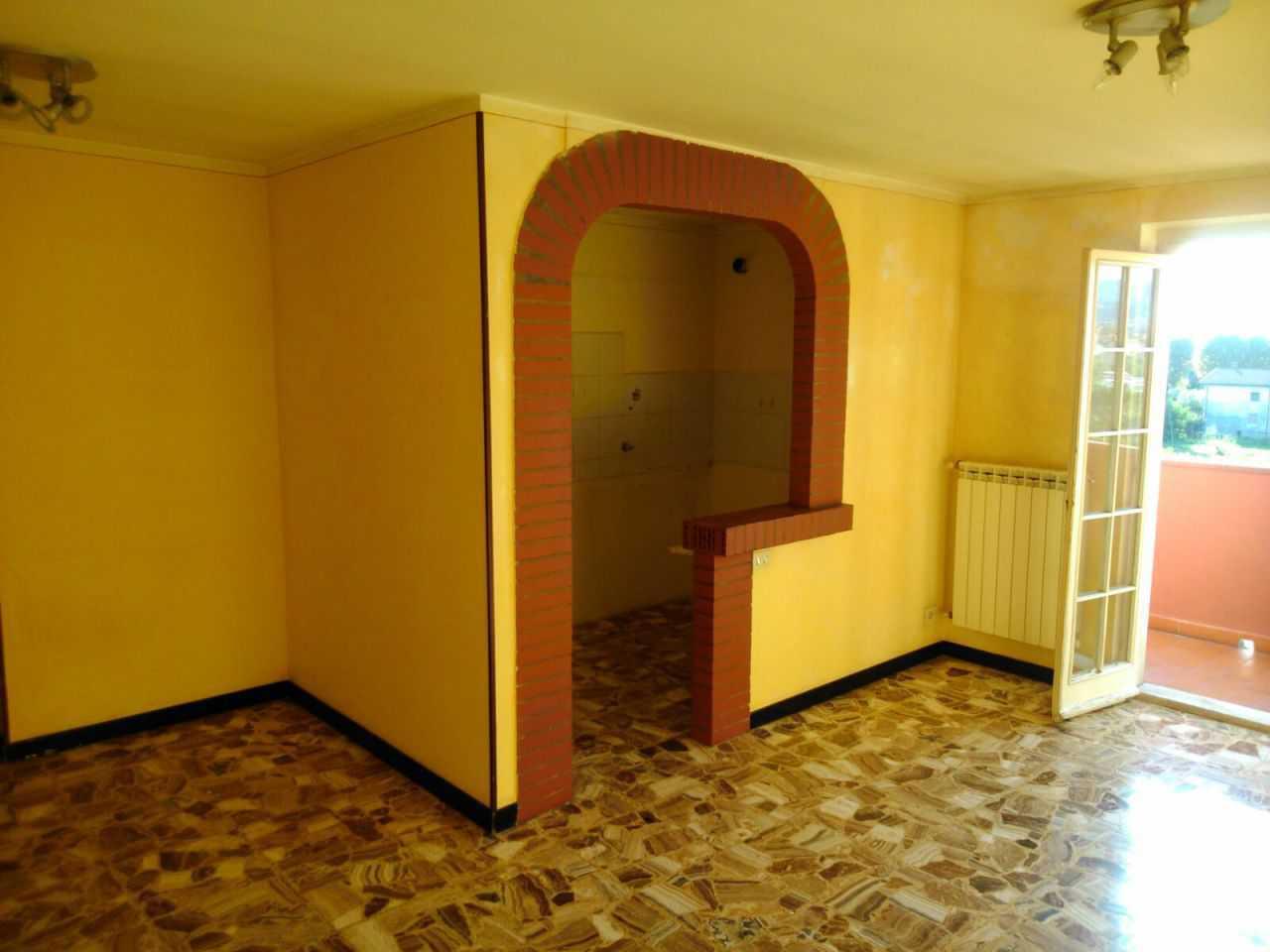 Appartamento in buone condizioni in vendita Rif. 9902599