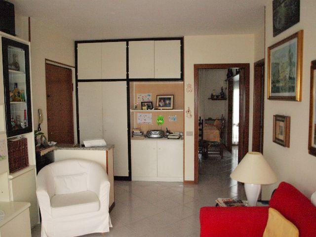 Appartamento in buone condizioni in vendita Rif. 9116412
