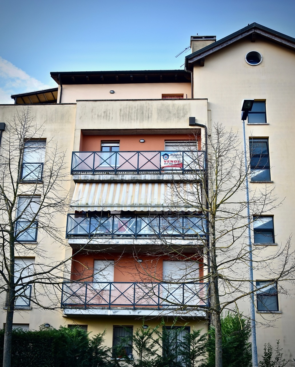 Appartamento in buone condizioni in vendita Rif. 8960168