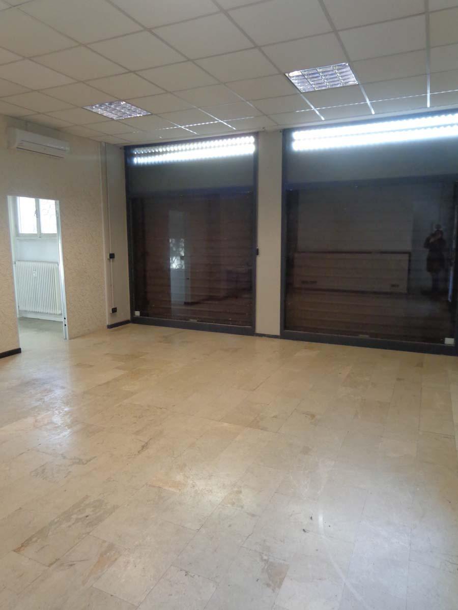 Locale commerciale - Oltre 3 vetrine a Zona Ovest, Brescia