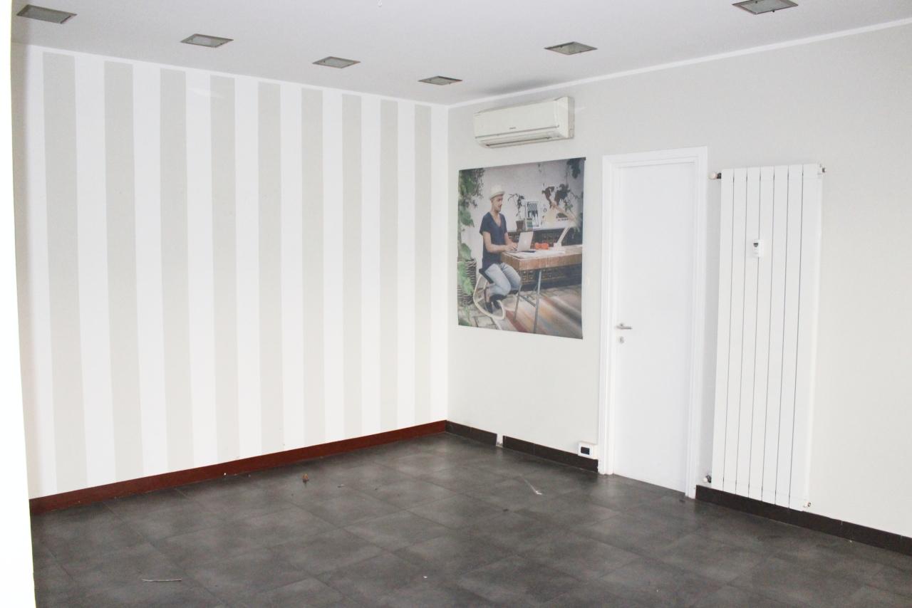 Negozio / Locale in affitto a Recco, 2 locali, prezzo € 950 | CambioCasa.it