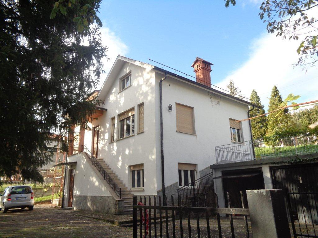 Soluzione Indipendente in vendita a Varano de' Melegari, 12 locali, prezzo € 235.000 | CambioCasa.it