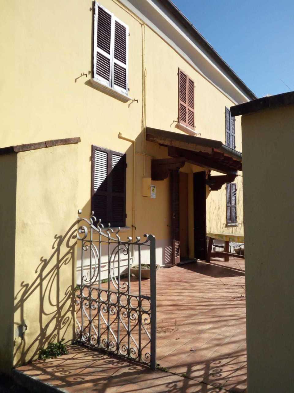 Appartamento in affitto a Borgo Val di Taro, 5 locali, prezzo € 380 | CambioCasa.it