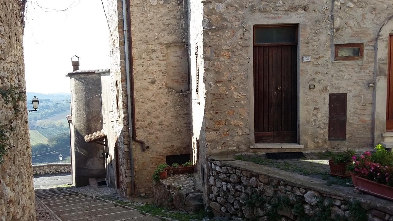 Porzione di casa in buone condizioni in vendita Rif. 8633230