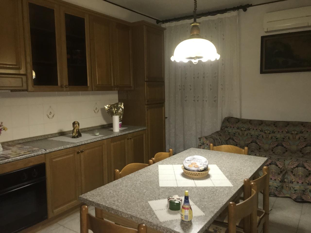 Appartamento in vendita a Crespino, 8 locali, prezzo € 35.000   CambioCasa.it