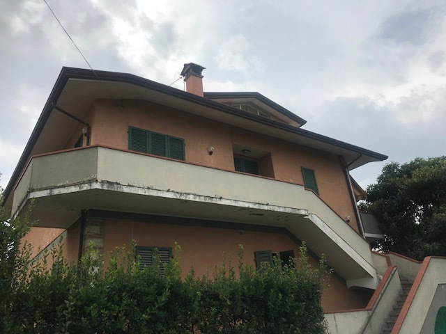Appartamento in buone condizioni in affitto Rif. 9030190