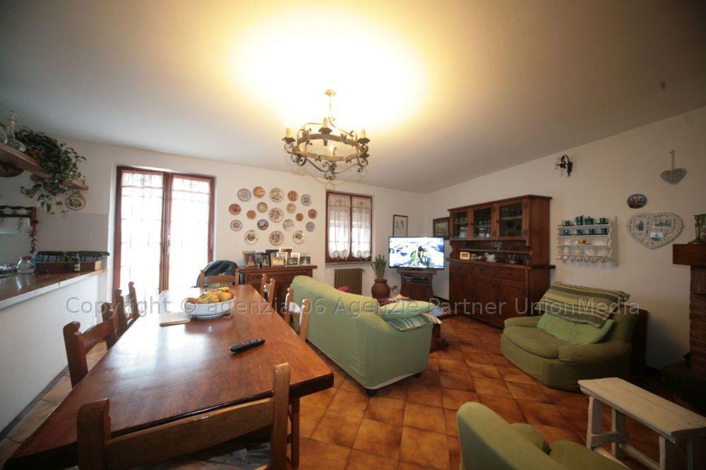Appartamento in buone condizioni in vendita Rif. 9552251