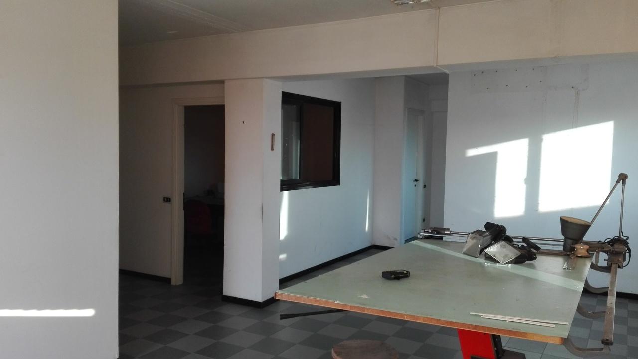 Ufficio / Studio in affitto a Castelnuovo Magra, 2 locali, prezzo € 600 | PortaleAgenzieImmobiliari.it