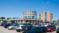 Attività commerciale in Affitto a Rimini, zona FASCIA STATALE ADRIATICA, 42'000€, 300 m²