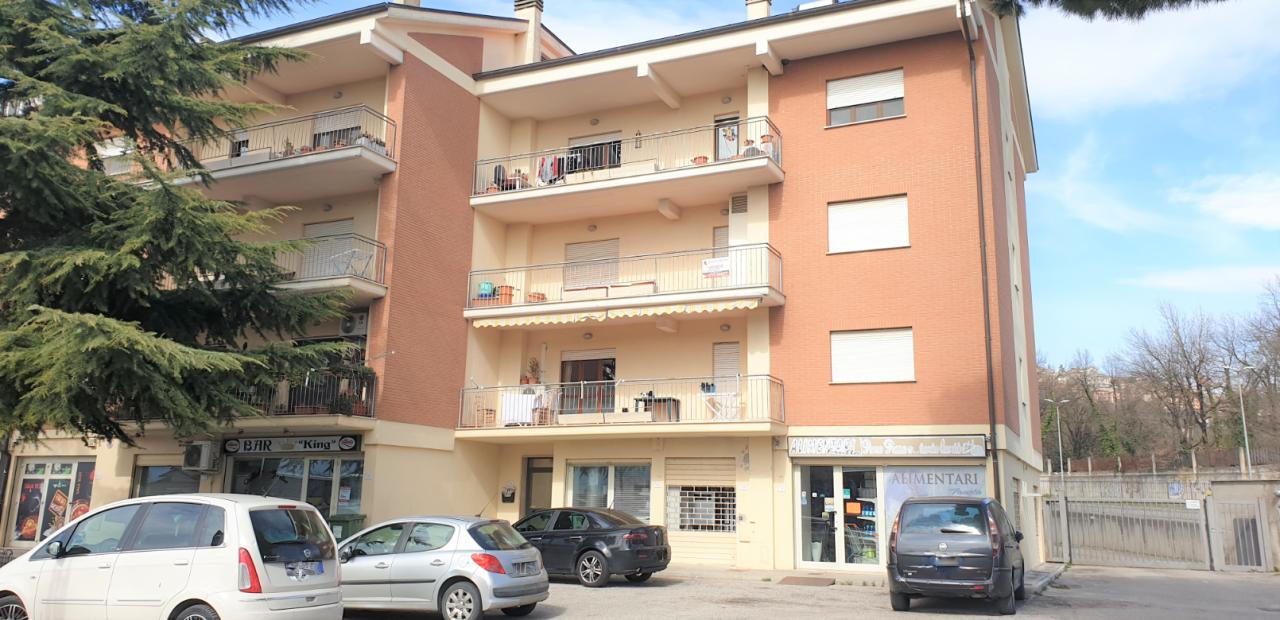 Appartamento in buone condizioni in vendita Rif. 9662026