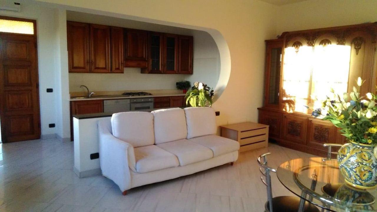 Appartamento in buone condizioni arredato in vendita Rif. 9268108