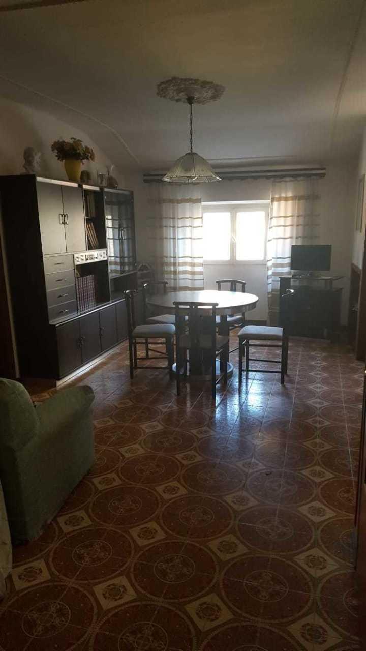 Appartamento in buone condizioni in vendita Rif. 9863565