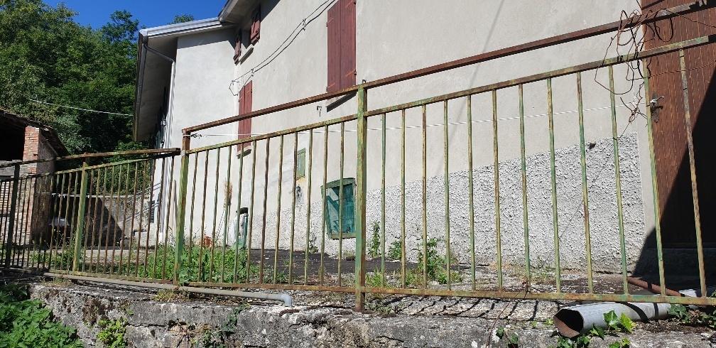 Soluzione Semindipendente in vendita a Varsi, 5 locali, prezzo € 25.000   CambioCasa.it