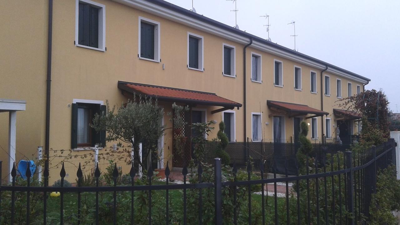 Villa a Schiera in vendita a Stanghella, 4 locali, prezzo € 120.000   CambioCasa.it