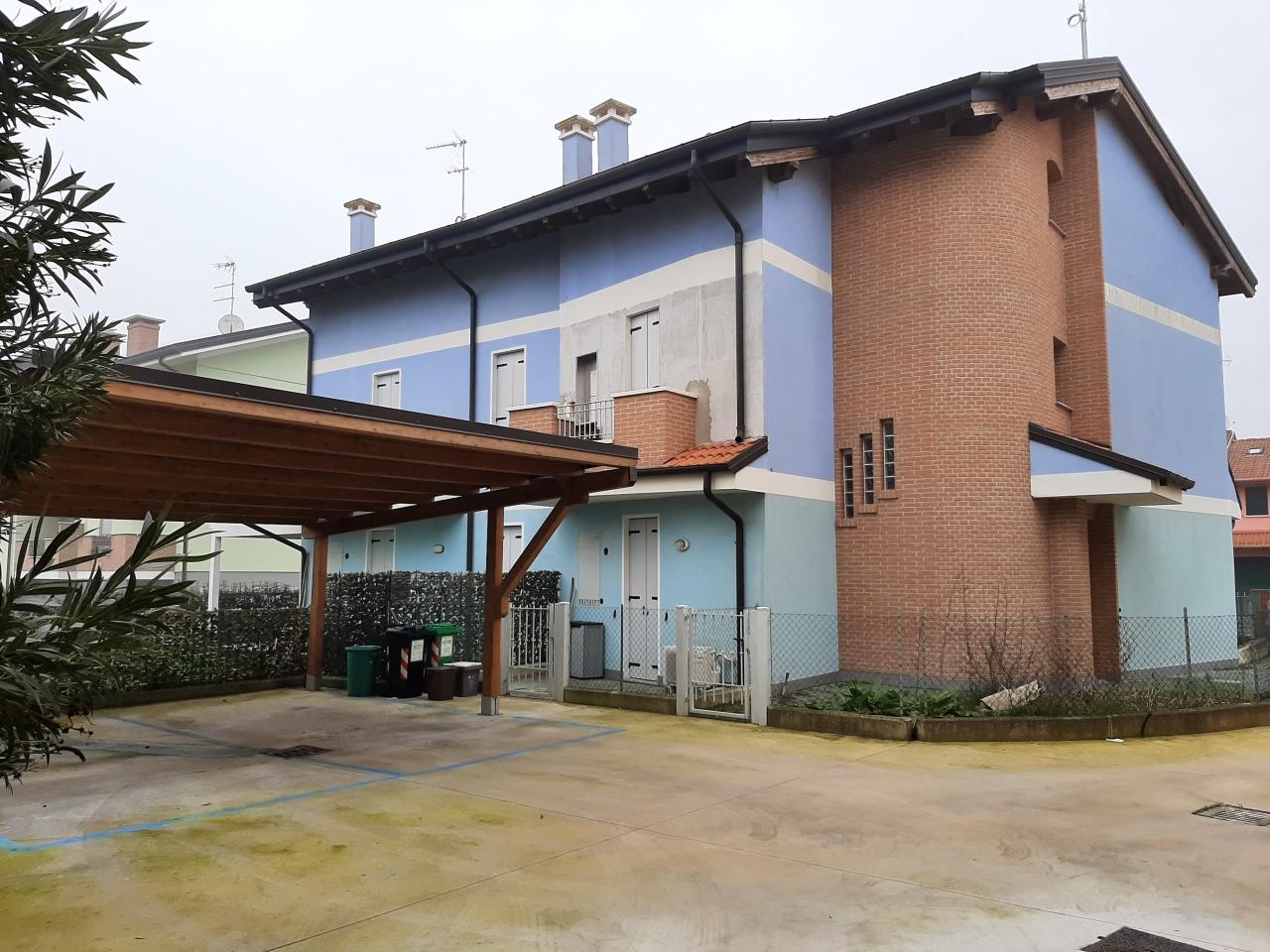 Appartamento in vendita a Villadose, 4 locali, prezzo € 130.000   CambioCasa.it
