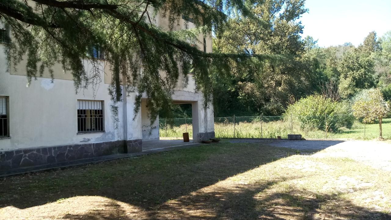 Villa in discrete condizioni in vendita Rif. 11197455