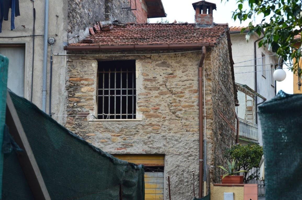 Capannone in vendita a Montignoso, 3 locali, prezzo € 59.000 | PortaleAgenzieImmobiliari.it