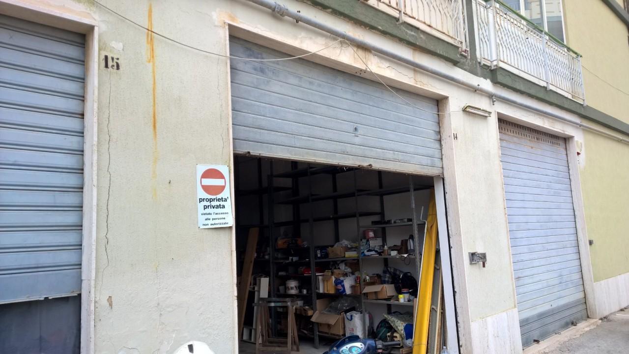 Capannone / Fondo - Magazzino a Tisia Tica Zecchino Filisto, Siracusa