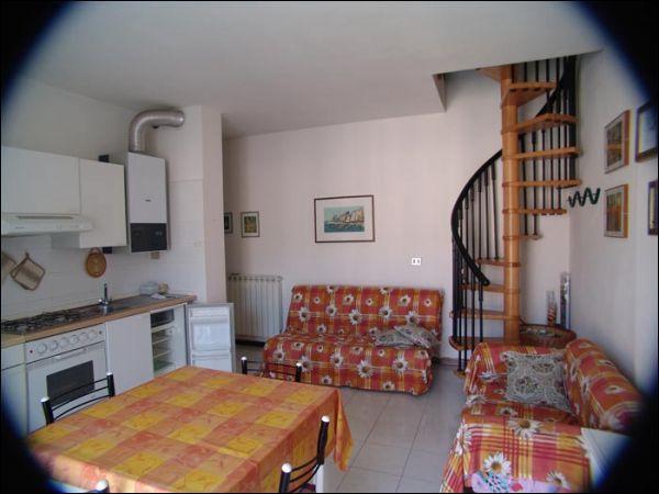 Appartamento in ottime condizioni in vendita Rif. 9116375