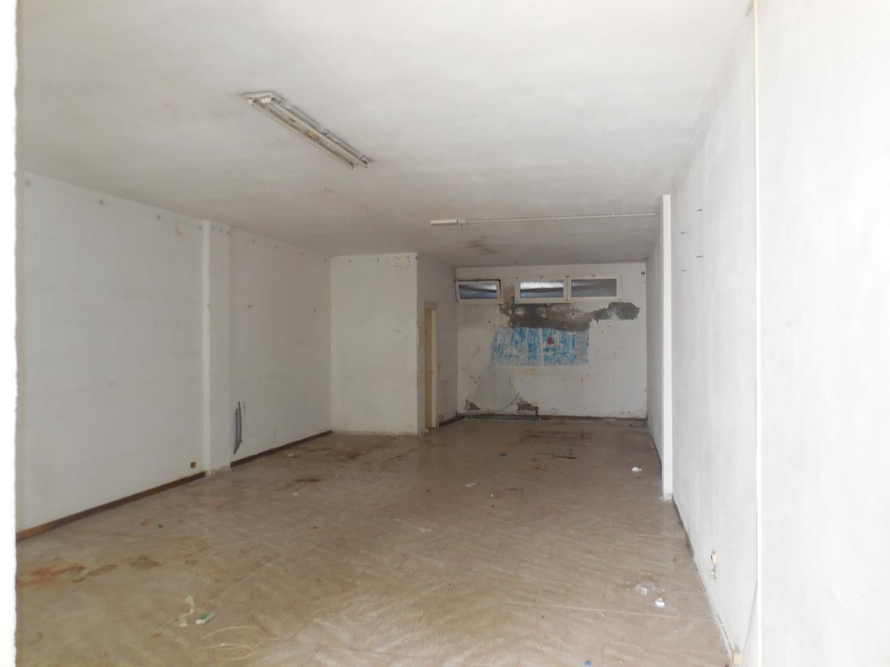 Capannone in affitto a Castelnuovo Magra, 1 locali, prezzo € 550 | PortaleAgenzieImmobiliari.it