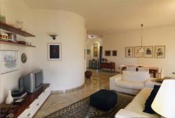 Appartamento in Vendita a Brescia, zona Zona Centro, 198'000€, 200 m², con Box