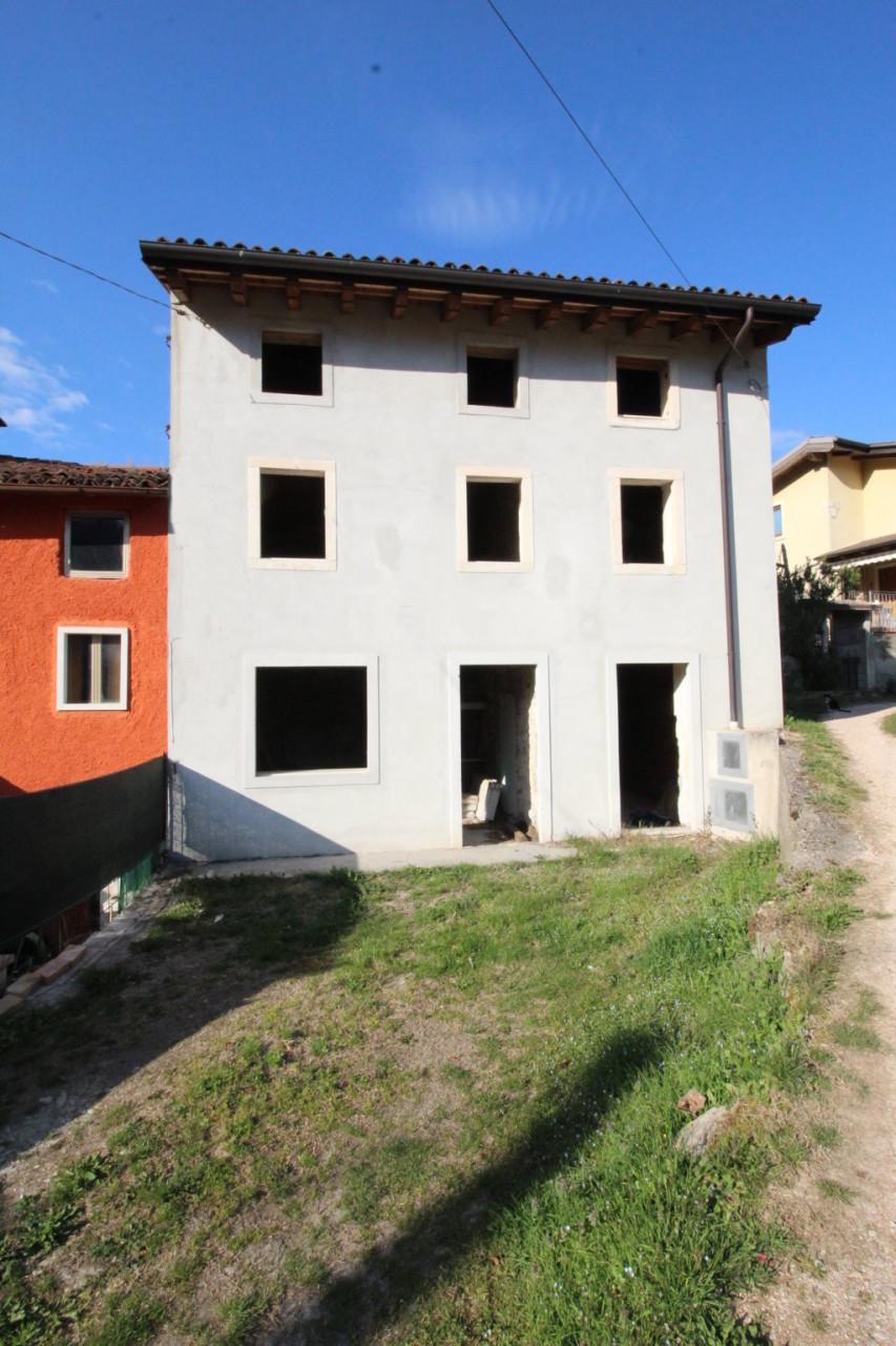 Porzione di casa ristrutturato in vendita Rif. 9863459