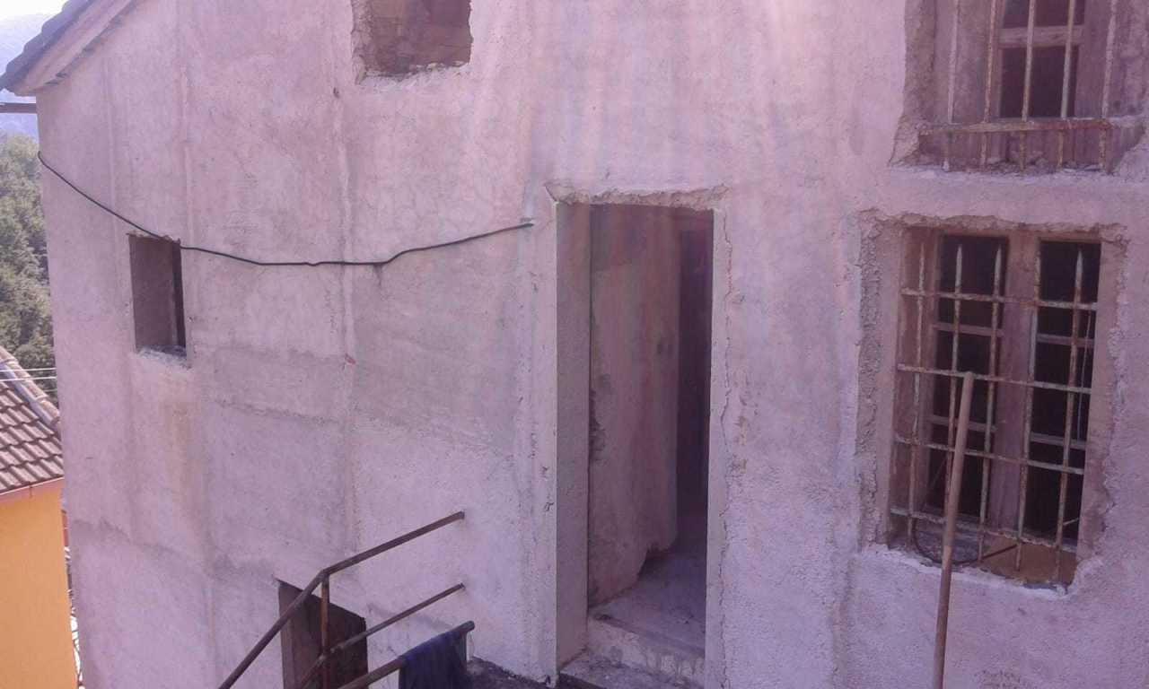 Porzione di casa in discrete condizioni in vendita Rif. 8859016