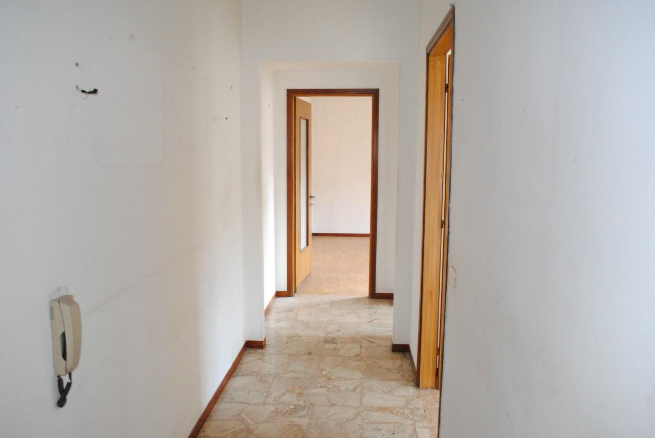 Trilocale in discrete condizioni in vendita Rif. 4146301