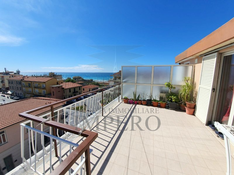 Attico / Mansarda in vendita a Bordighera, 4 locali, prezzo € 330.000 | PortaleAgenzieImmobiliari.it