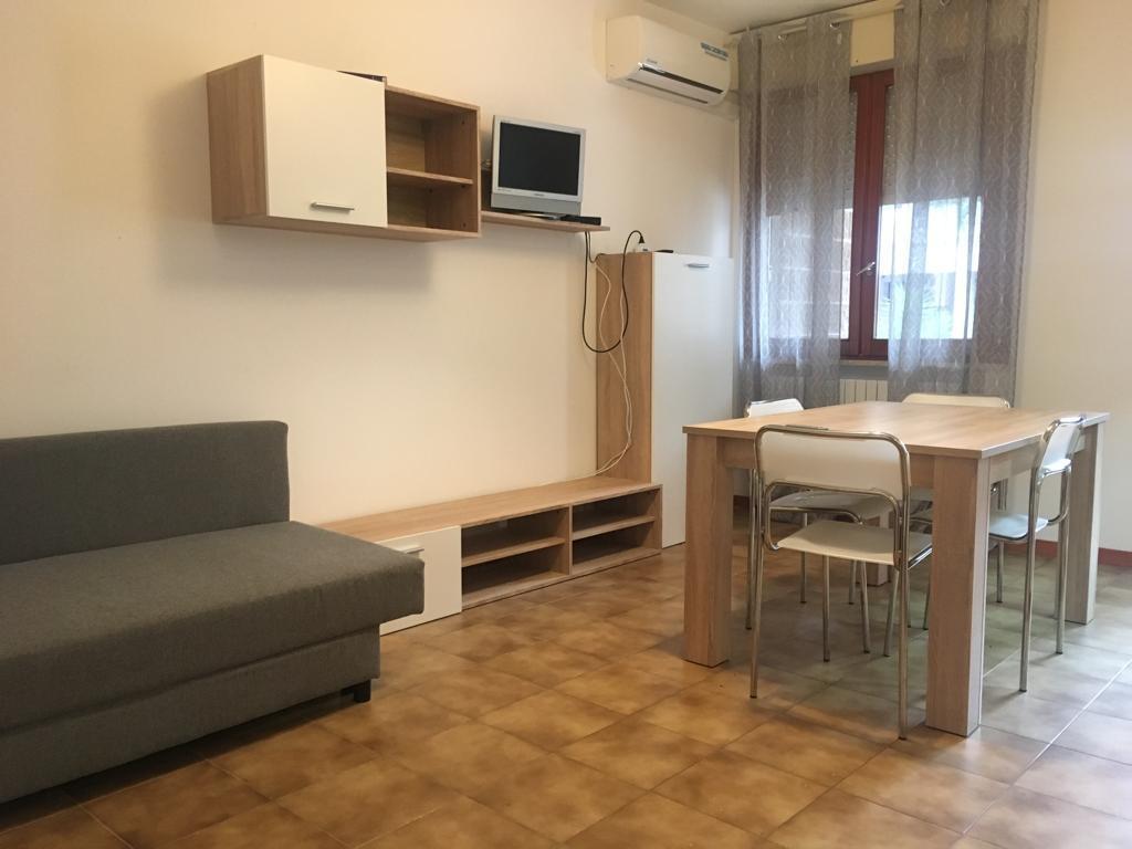 Quadrilocale in buone condizioni arredato in affitto Rif. 9517222