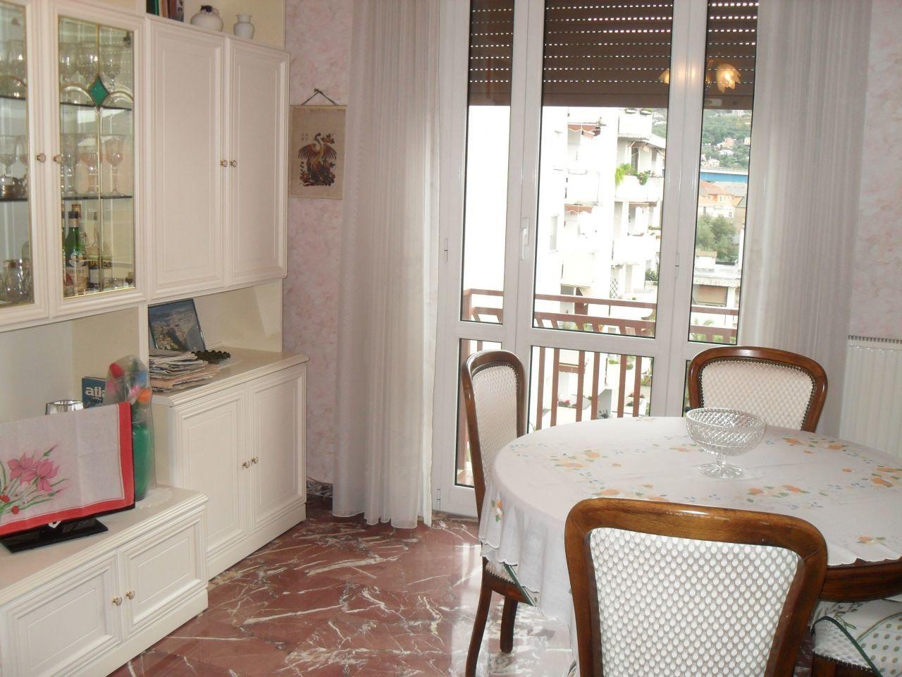 Appartamento in vendita a Chiavari, 4 locali, prezzo € 270.000   CambioCasa.it