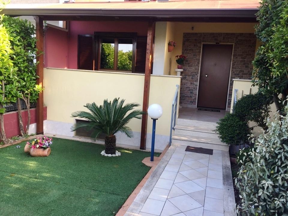 Villa in buone condizioni in vendita Rif. 9966126