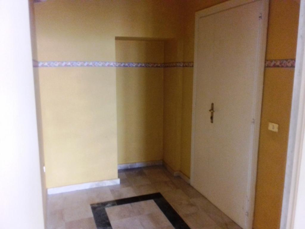 Trilocale in buone condizioni in affitto Rif. 10090693